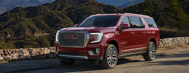 The High-Intensity Discharge (HID) projector-beam headlamps on the 2015 Yukon Denali full size luxury SUV exude stylish confidence.